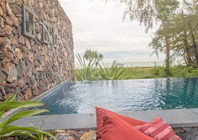 swimming-pool-bench-area-crop-u6673.jpg